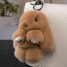 Pompom kulcstartó, táskára akasztható plüss nyuszi barna
