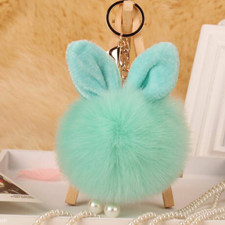 Pompom kulcstartóra, táskára akasztható nyuszi füles szőrme menta zöld